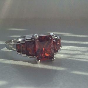 Jewelry - ♥️Stunning garnet graduated ring In SS 925!♥️